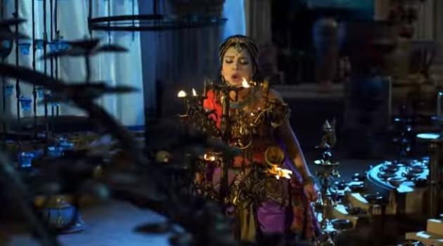 кадр Махабхарата Гандхари задувает свечи