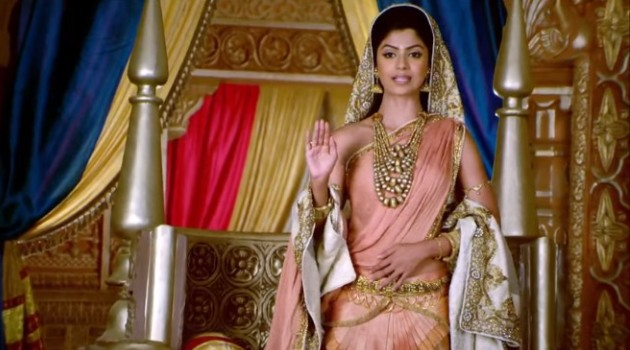кадр Махабхарата Сатьявати благословляет Дхритараштру перед коронацией