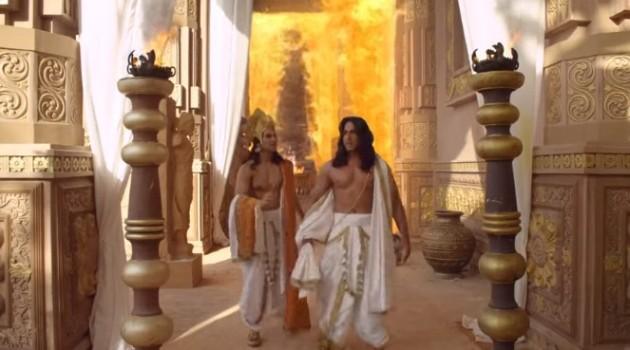кадр Махабхарата Дхритараштра идет по коридорам дворца