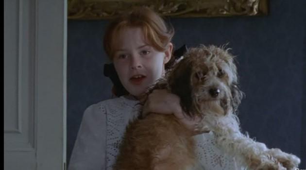 кадр из фильма Поллианна. С собакой