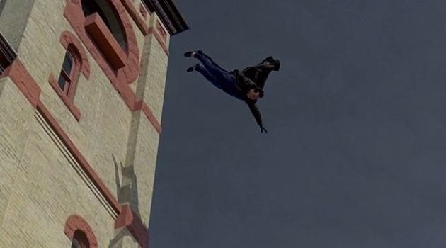 кадр День сурка прыжок с крыши