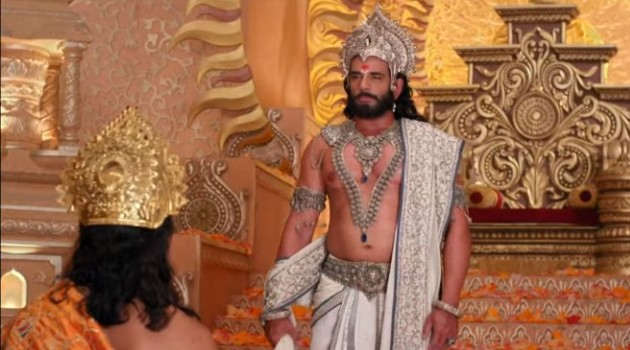 кадр Махабхарата Бхишма говорит с Панду перед коронацией