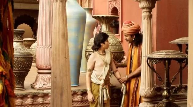 кадр Махабхарата Атхиратха удерживает Карну