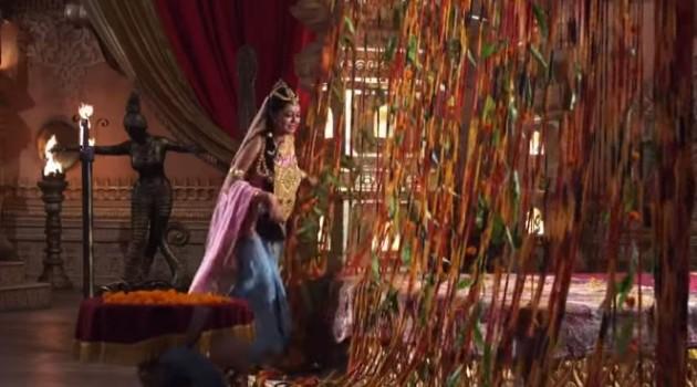 кадр Махабхарата Кунти в слезах срывает украшения