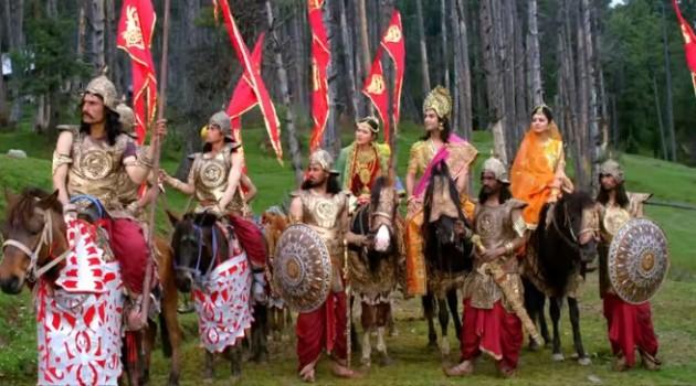 кадр Махабхарата царь с женами в пути